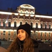 Интервьюер, Елизавета, 21 год
