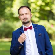 Юристы у метро Университет, Роман, 40 лет