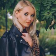 Фотостудия с интерьером офиса в Астрахани, Оксана, 33 года